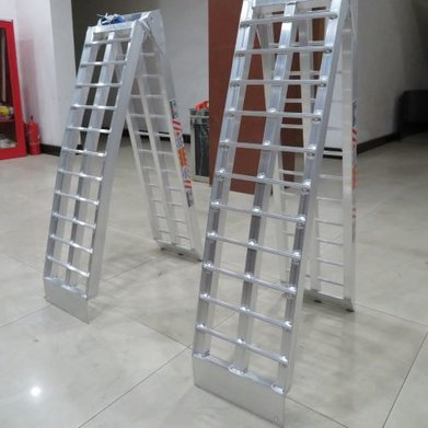 Alloy Ramps - Folding Curved (pair) 1360kg rating